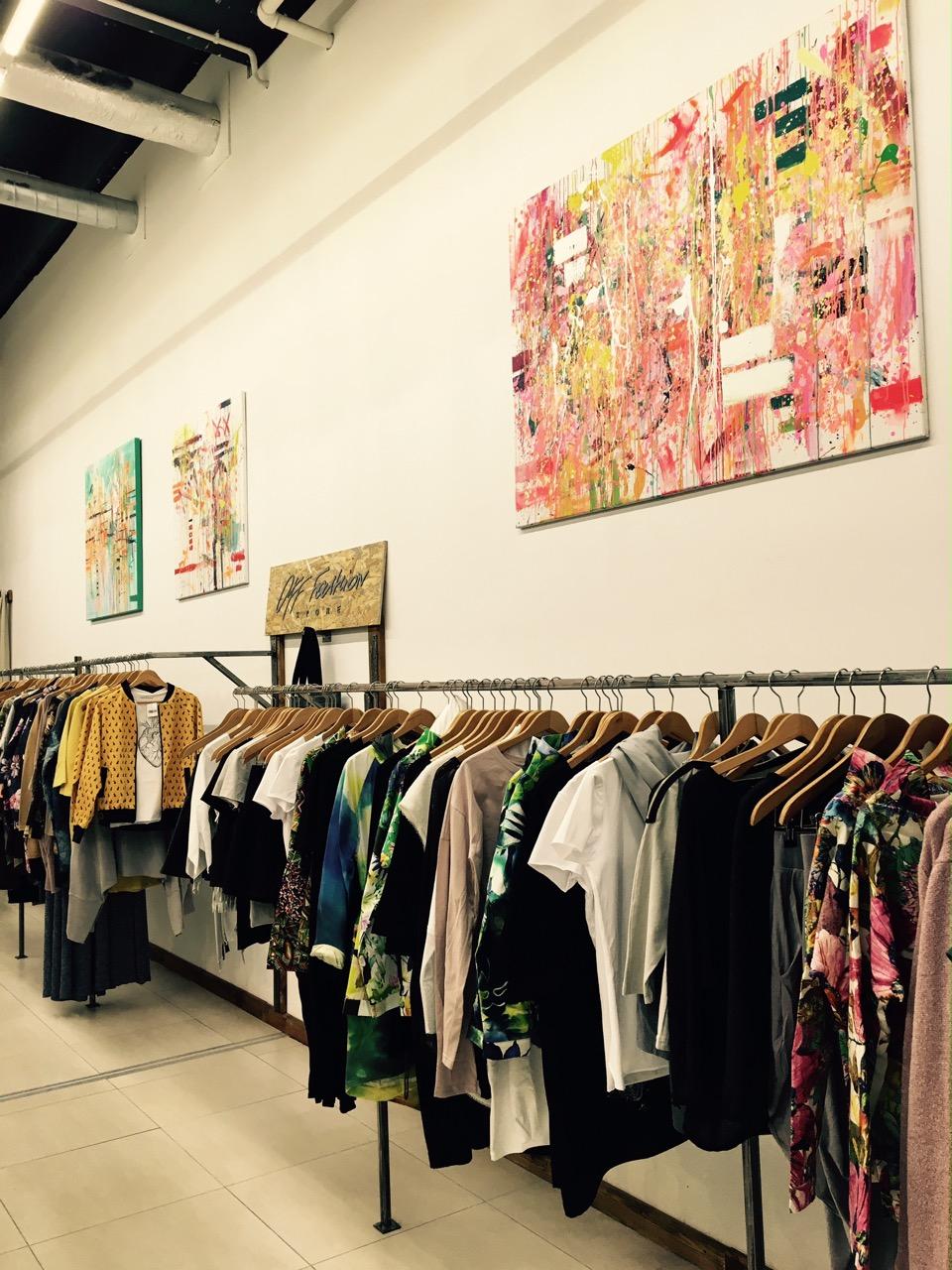 a8b46d3caa OFF Fashion Store to tzw. concept store. Zrodził się z pomysłu polskich  artystów na stworzenie stacjonarnego butiku z najlepszymi polskimi  produktami ...